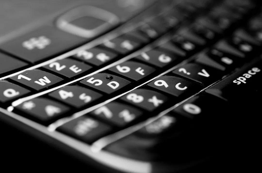 """莓园无线_911事件的生命线黑莓,现在成了学生党的""""戒网机"""" - 游研社"""